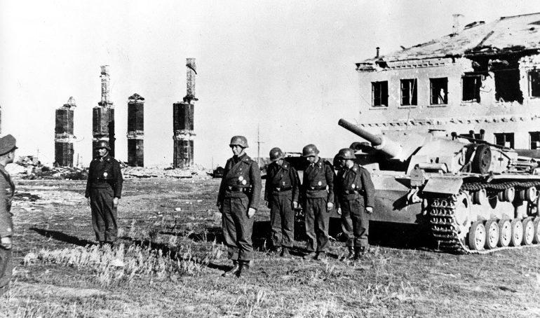 Награждение немецких артиллеристов. Сентябрь 1942 г.