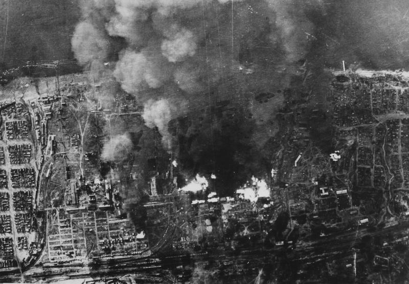 Немецкая аэрофотосъемка горящего города. Сентябрь 1942 г.
