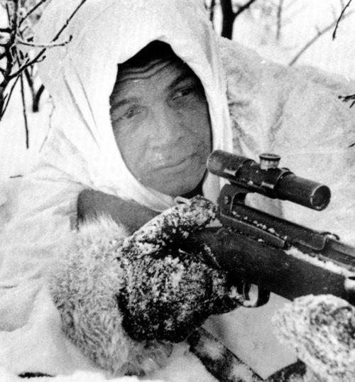 Советский снайпер на позиции под Сталинградом. Январь 1943 г.