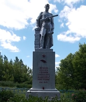 д. Меньшиково Хомутовского р-на. Памятник, установленный в 1967 году на братской могиле, в которой захоронен 61 советский воин, в т.ч. 21 неизвестный.