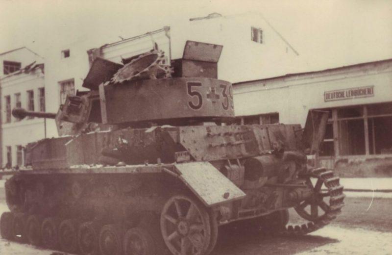 Подбитый немецкий танк. 1944 г.