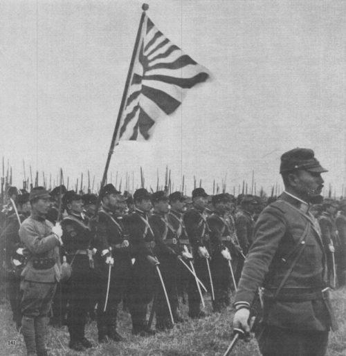 Японские морские пехотинцы на построении в честь погибших в городе Нанкин. Декабрь 1937 г.