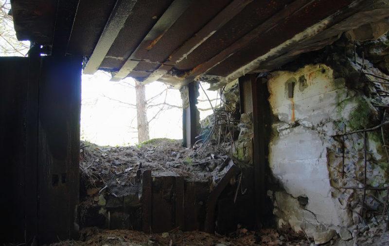 Уничтоженные амбразуры одного из ДОТов огневой группы.