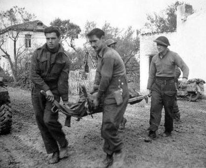 Эвакуация раненных. Сан-Леонардо-ди-Ортона, Италия. 10 декабря 1943 г.