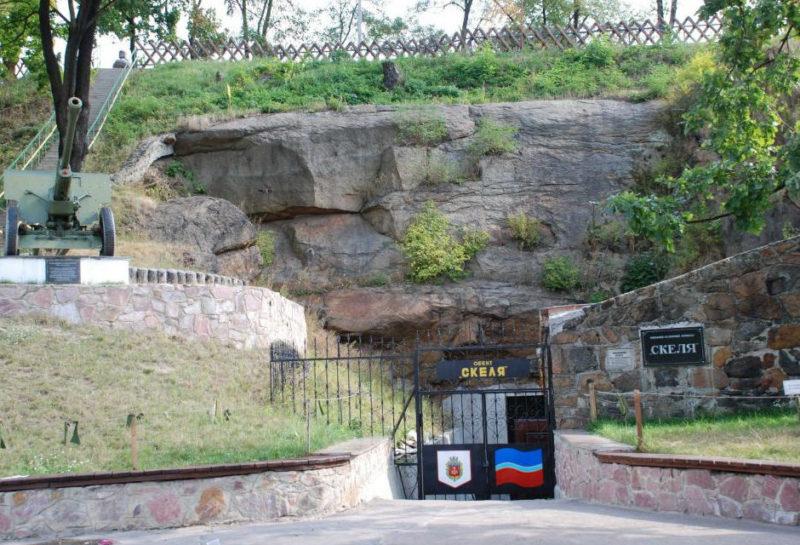 Вход в военно-исторический комплекс «Скала» в Коростене.