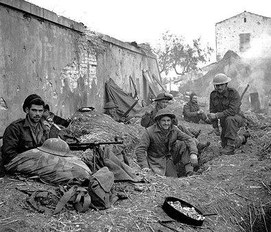Канадские солдаты в долине Моро в Италии. 18 декабря 1943 г.