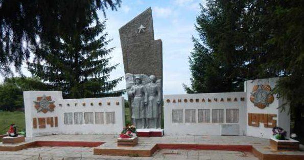 д. Нижнеольховатое Черемисиновского р-на. Мемориал, погибшим односельчанам.
