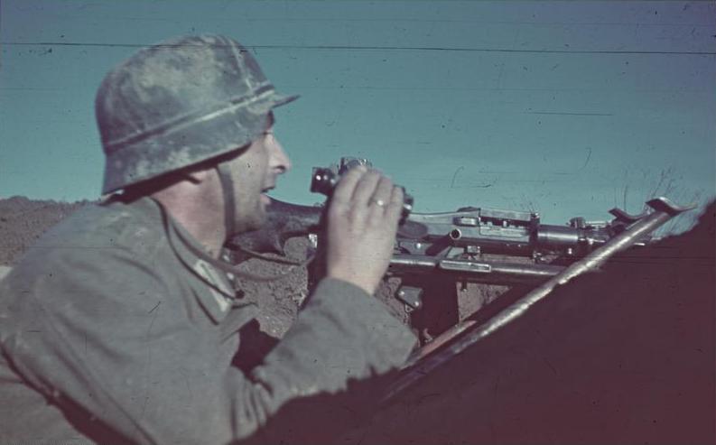 Немецкий пулеметчик. Октябрь 1942 г.