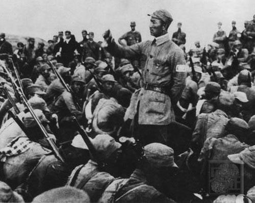 Китайский политработник выступает перед солдатами. 1938 г.