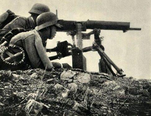 Пулеметный расчет с тяжелым пулеметом Типа 24. 1938 г.