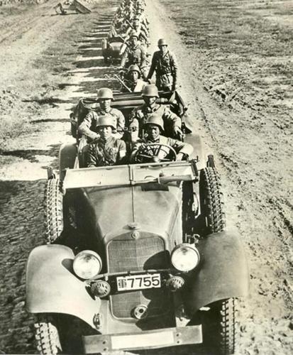 Моторизованная колонна из 200-й китайской дивизии. 1938 г.