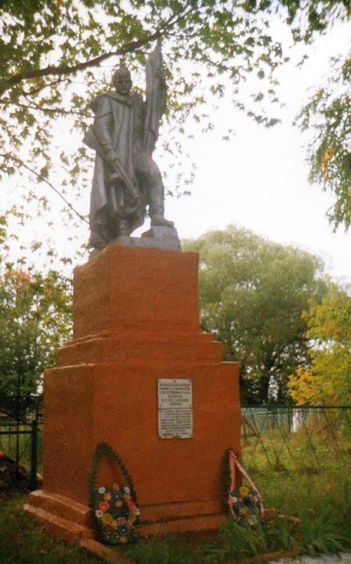 д. Теребуж Щигровского р-на. Памятник, установленный на братской могиле, в которой похоронено 116 советских воинов, в т.ч. 108 неизвестных.