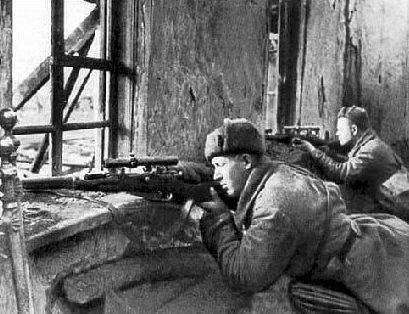 Советские снайперы на позициях. Октябрь 1942 г.