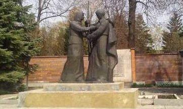 г. Щигры. Памятник на улице Красной, установленный в честь погибших воинов-заводчан.