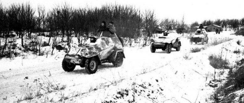 Колонна БА-64 выходит на огневой рубеж южнее Сталинграда. Ноябрь 1942 г.