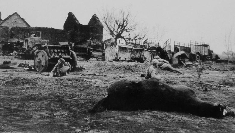 Китайские солдаты во время битвы с японскими войсками за Тайэрчжуан. Апрель 1938 г.