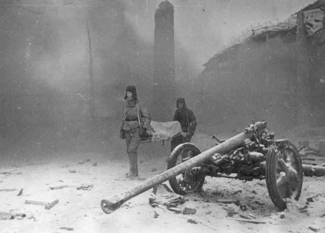 Эвакуация раненного. Ноябрь 1942 г.