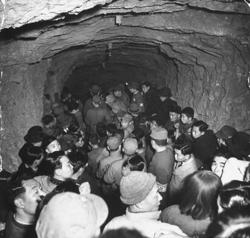 Бомбоубежище. Чунгкинг, 1939 г.