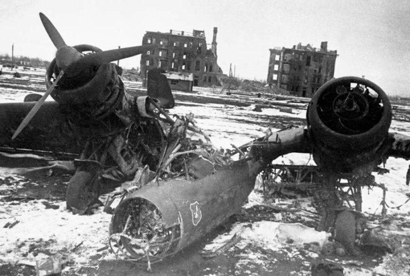 Сбитый немецкий бомбардировщик. Ноябрь 1942 г.
