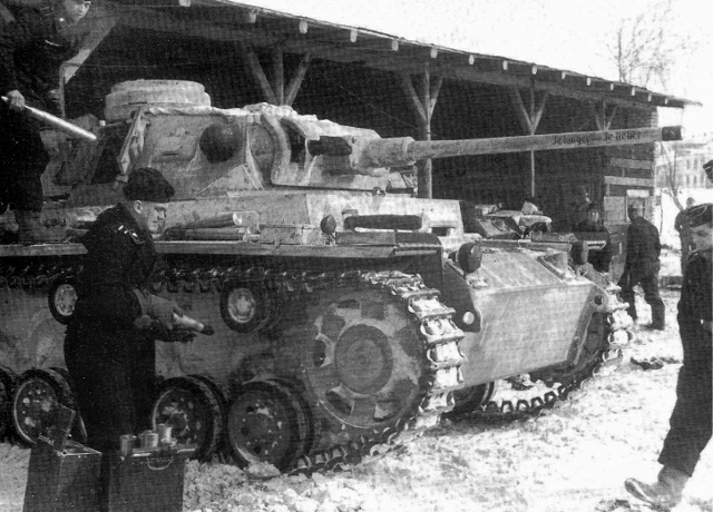 Обслуживание немецкого танка. Декабрь 1942 г.