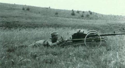 Китайский солдат с пушкой 20-mm «Madsen». 1939 г.