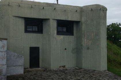 Двухэтажный двухамбразурный пулеметный полукапонир - ДОТ-музей в Волочиске.