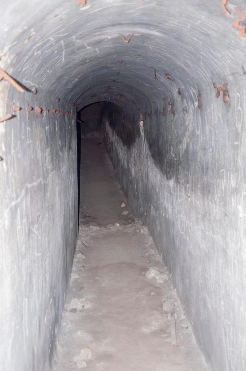 Главная паттерна ДОТа, вырубленная в скале ведет к 12 подземным помещениям.