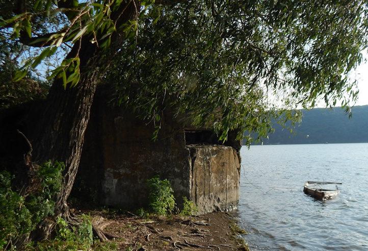 ДОТ на берегу Днестра около села Гармацкое.