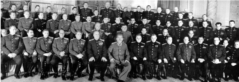 И.Сталин с маршалами и генералами Красной Армии после Победы.