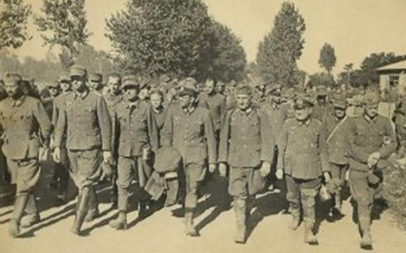 Колонны пленных немцев на улицах Киева.