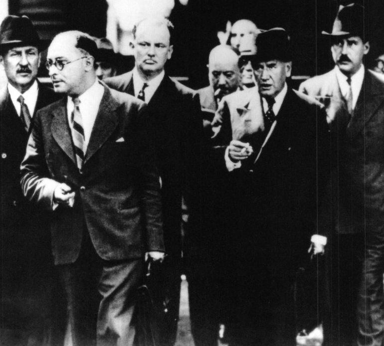 Премьер-министр Франции Эдуард Даладье и его кабинет министров после принятия решения о всеобщей мобилизации. 2 сентября 1939 г.