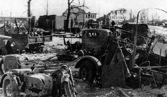 Разбитая немецкая техника у Торопца.