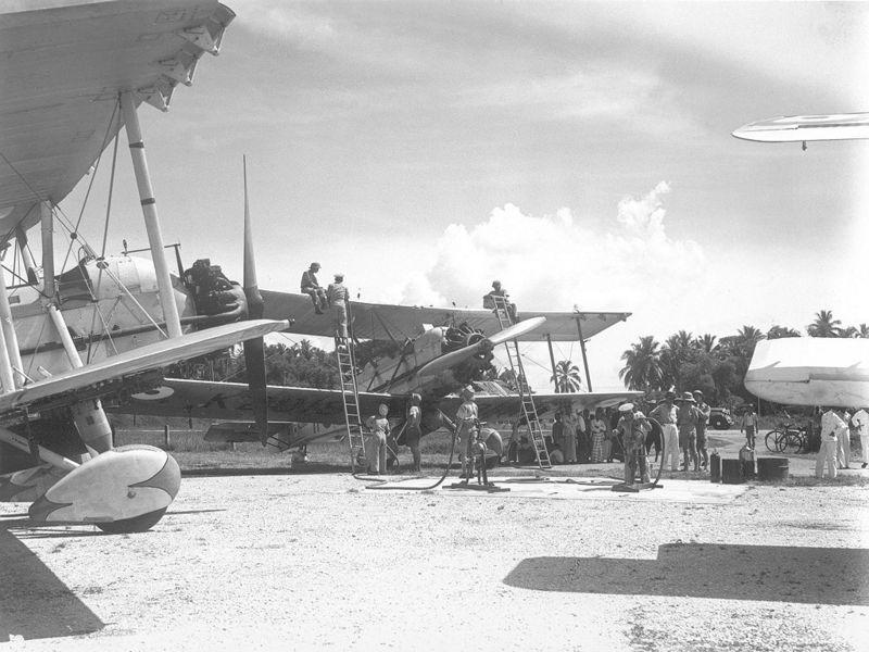Британские бомбардировщики Vickers Vildebeest в Голландской Ост-Индии.