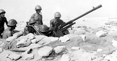 Итальянская зенитная батарея на позиции в североафриканской пустыне. 1936 г.