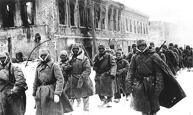 Красная Армия входит в город.