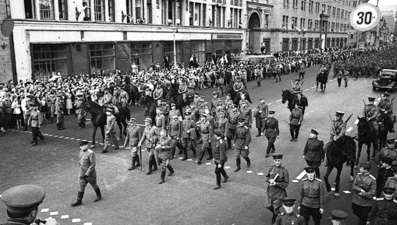 19 немецких пленных генералов возглавляли московский «парад побеждённых» 17 июля 1944 года.