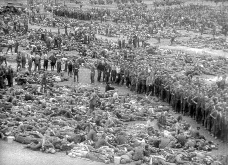 Сбор пленных немцев на ипподроме.
