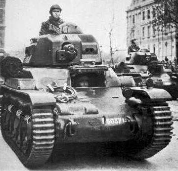 Танк «Renault R-35» на параде. 1939 г.