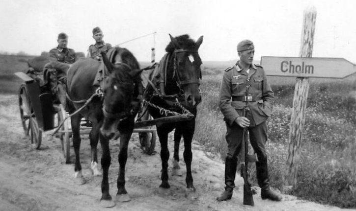 Немцы на въезде в город. Октябрь 1941 г.