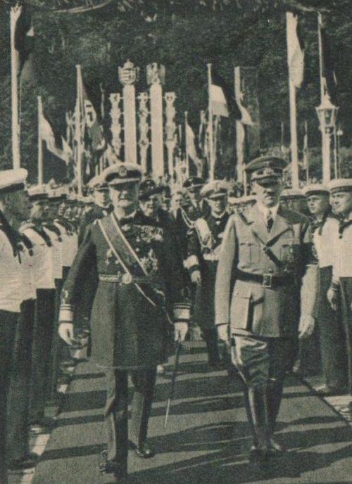 Миклош Хорте и Адольф Гитлер. Киль, 1939 г.