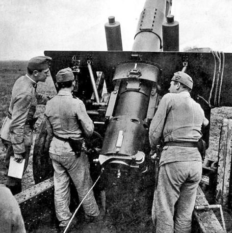 Расчеты тяжелых орудий на Восточном фронте. 1943 г.
