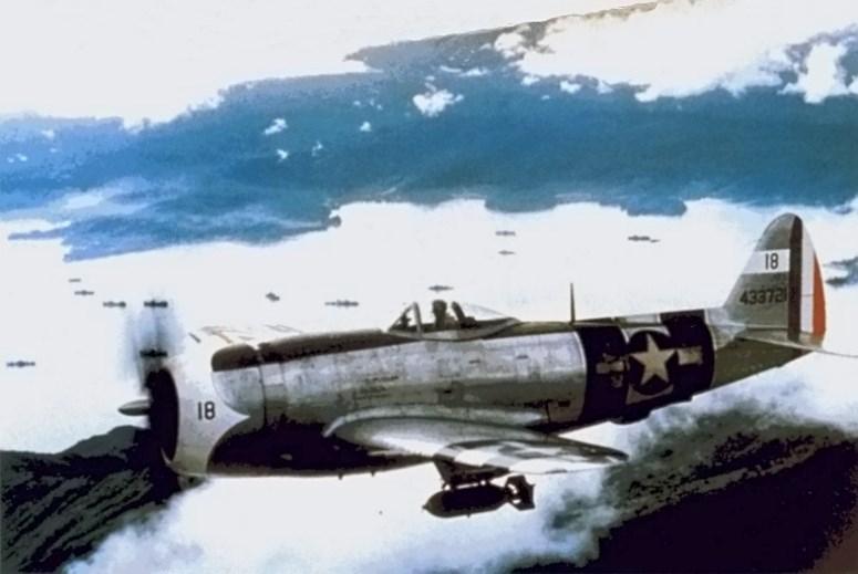 Истребитель-бомбардировщик P-47 мексиканской 201-й эскадрильи. 1942 г.