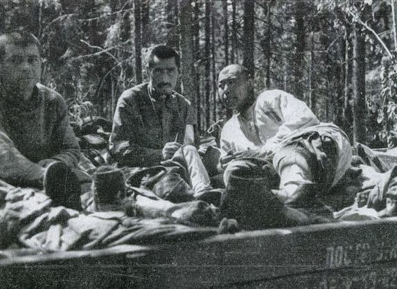 Раненные красноармейцы, брошенные в Волховском окружении.