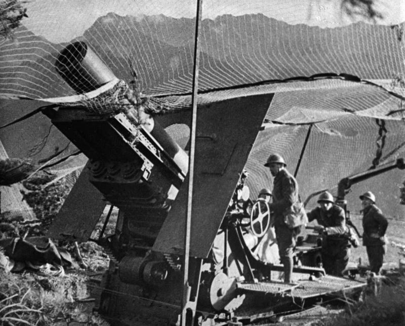 Артиллерийский расчет французской 280-мм осадной мортиры. 1939 г.