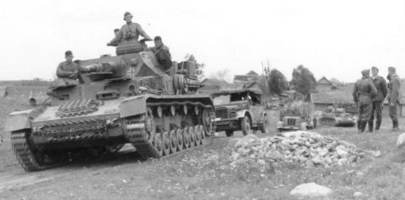 Немецкие войска в пригороде. 27 июня. 1941 г.
