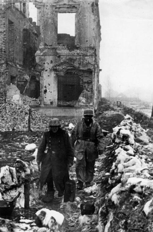 Солдаты Вермахта на линии обороны. Холм, 1942 г.