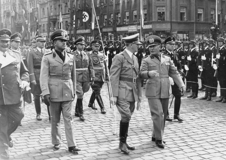Бенито Муссолини и Адольф Гитлер. Мюнхен, 1938 г.