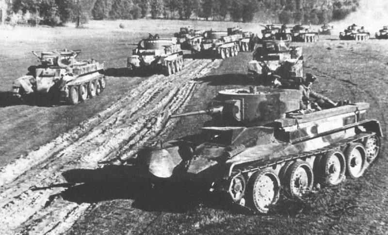 Советские танки выдвигаются на боевые позиции. 29 июня. 1941 г.