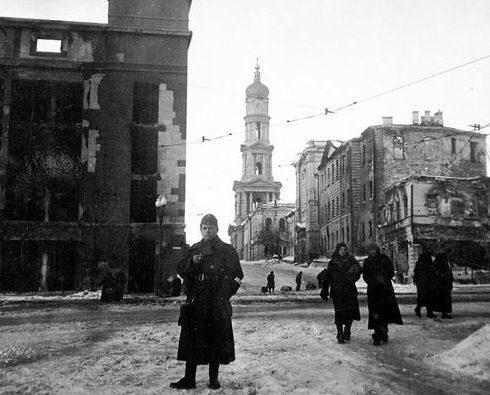 Венгерский солдат на площади Розы Люксембург в Харькове. 1943 г.