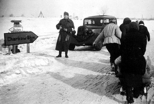 Венгерский солдат в пригороде Харькова. 1943 г.